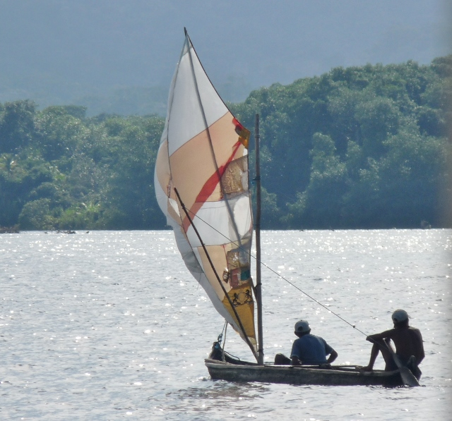 sailing-san-blas-on-a-kuna-canoe